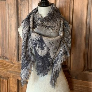 Wilfred wool triangle scarf